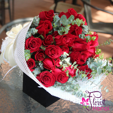 Red rose bouquet delivery