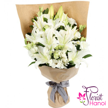 Bouquet of white lilies and white lisianthus in Hanoi