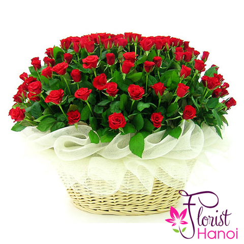 99 red roses arrangement in Vietnam