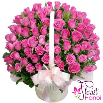 99 pink roses arrangement in Vietnam flowers shop