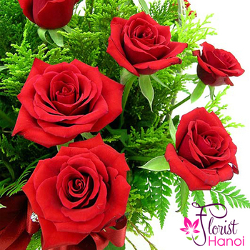 Red rose basket online
