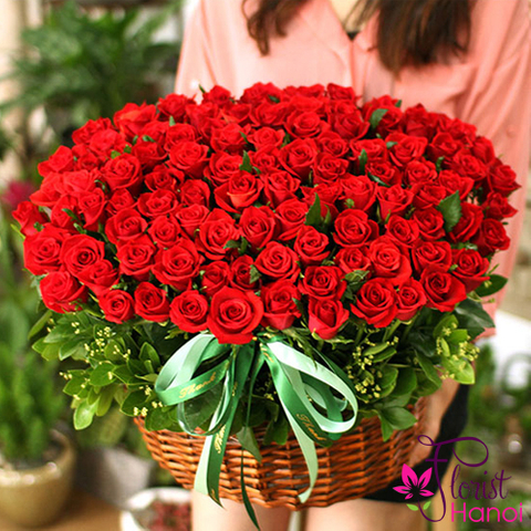 100 red roses for girlfriend