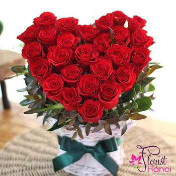 Red rose heart shape online to hanoi