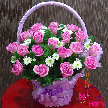 Pretty pink roses basket
