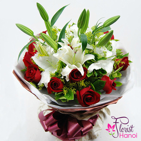 White and red flowers bouquet
