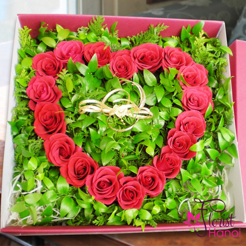 Heart red rose gift box