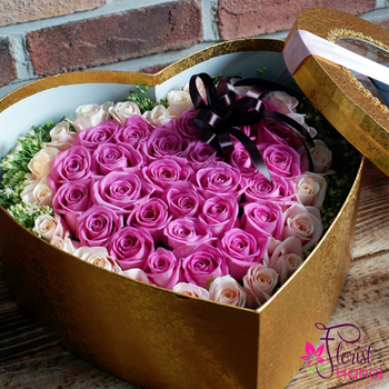 Box of purple roses in Hanoi