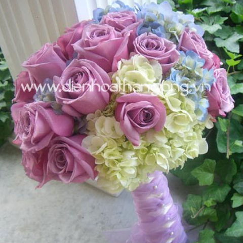 WEDDING BOUQUET PURPLE ROSES