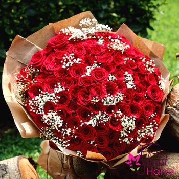 99 red roses with baby breath beauty