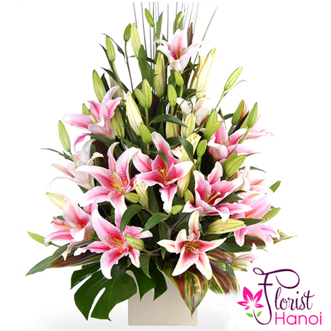 Pink lily flower arrangement in florist Hanoi