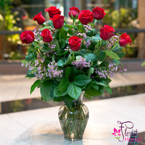 Red rose Christmas arrangement