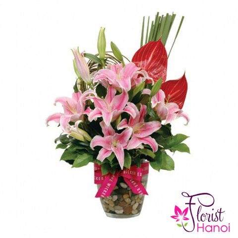 Flower in a vase pink lilys