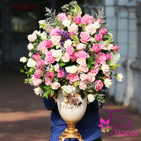 Luxurious roses vase in Hanoi