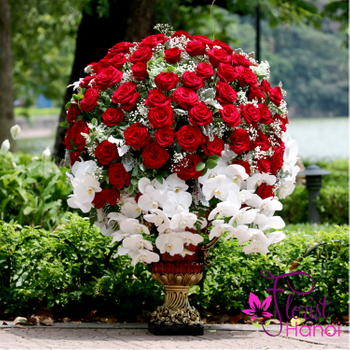 VIP flowers with red roses in Hanoi