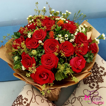 Red rose bouquet to Hanoi city Vietnam