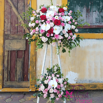 Hanoi flowers stand for congratulation