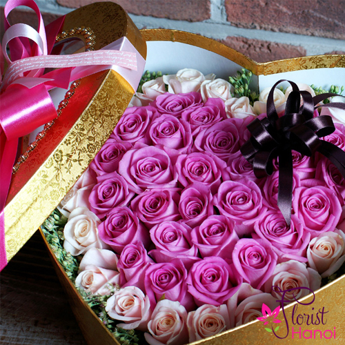 Flowers box of purple roses