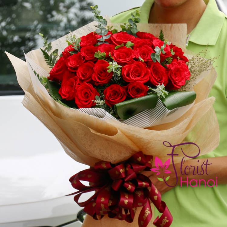 delivery classic red roses in Florist Hanoi