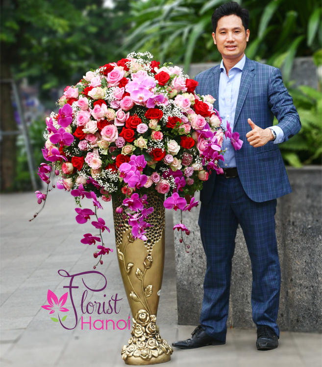 Buying VIP flowers at Hanoi Flower Shop