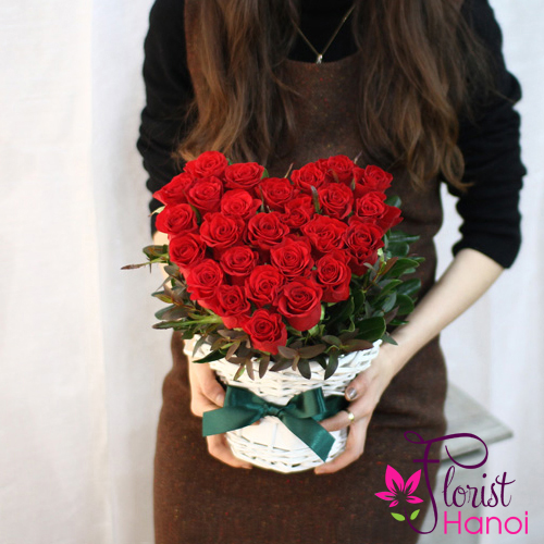 send red rose heart shape to Saigon